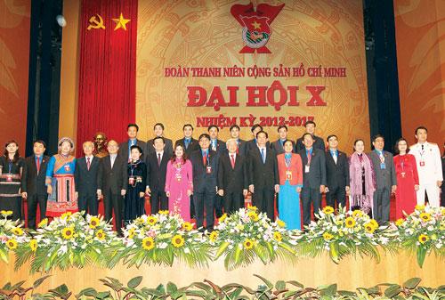 Tổng bí thư Nguyễn Phú Trọng, Chủ tịch nước Trương Tấn Sang, Thủ tướng Nguyễn Tấn Dũng, Chủ tịch QHNguyễn Sinh Hùng cùng đại biểu Đại hội Đoàn lần thứ 10