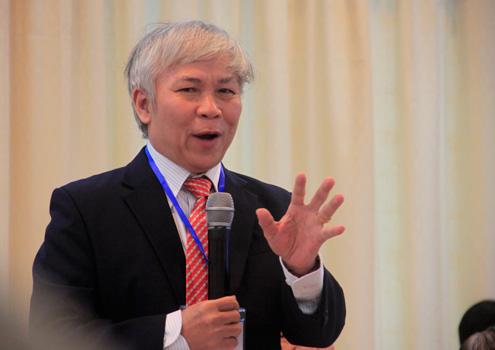 PGS.TS. Trần Ngọc Vương phát biểu tại hội thảo. Ảnh: Nguyễn Đông